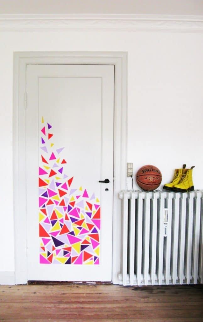 Дверь с трафаретом